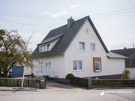 Einziehen und Wohlfühlen! Einfamilienhaus mit schönem Garten und großem Grundstück zu verkaufen!
