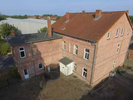 Viel Wohnfläche für wenig Geld. Solides Mehrfamilienhaus im Dornröschenschlaf!