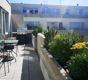 *** Helle und großzügige Dachgeschosswohnung ohne Schrägen mit großem Balkon im Herzen vom Stuttgart