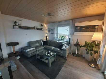Gepflegte Wohnung mit dreieinhalb Zimmern und Balkon in Schonungen