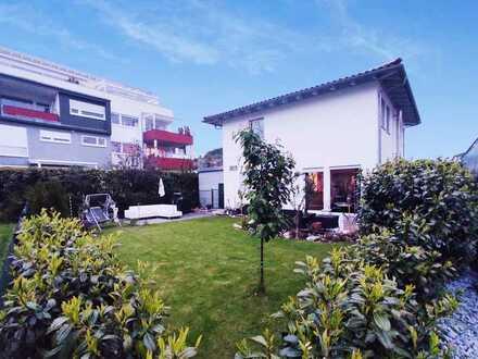 Einfamilienhaus freistehend, neuwertig mit schönem Garten