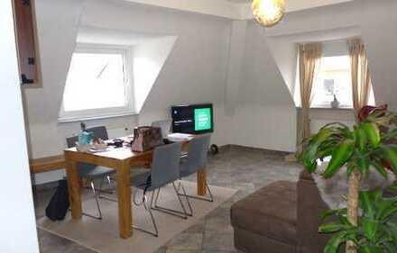 Zollstock! Gemütliche 3 Zi, 83 m², DG Whg mit Tageslichtbad, Badewanne, Einbauküche!