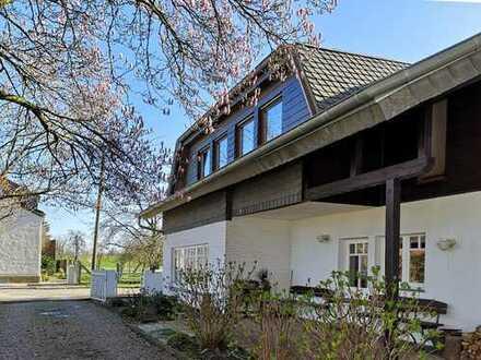 Repräsentatives Anwesen mit elegantem Wohnhaus in ländlicher Dorflage direkt an den Rheinwiesen
