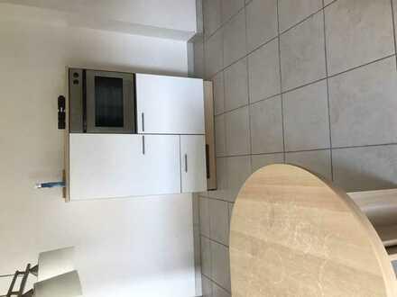 Vollständig renovierte Wohnung mit fünf Zimmern sowie Balkon und EBK in Stuhr
