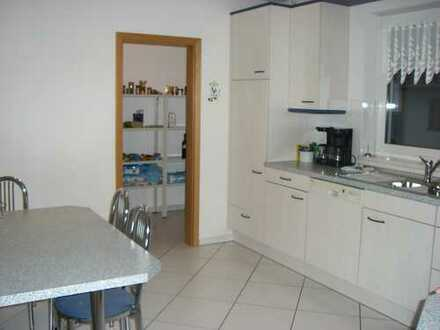 Exclusive 4-Zimmer-Wohnung in ruhiger Lage mit Südbalkon und Einbauküche in Erlangen Dechsendorf