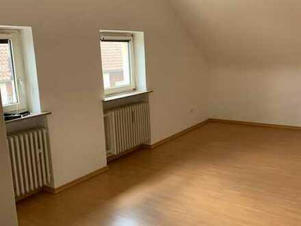 **Sofort verfügbar** Schöne, gemütliche 2-Zimmer DG Wohnung in Lauf
