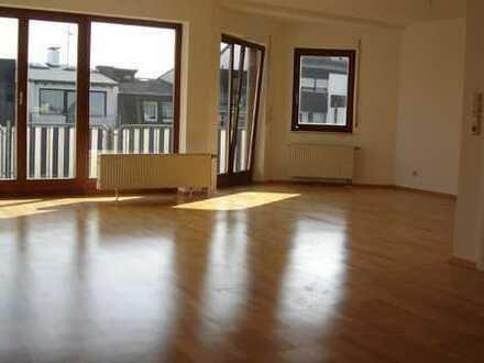 Attraktive 3-Zimmer-Wohnung mit EBK in zentraler Lage von Rodgau/N-R