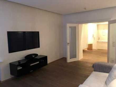 Stilvolle, vollständig möblierte luxus Wohnung mit einer Miele Einbauküche in Düsseldorf