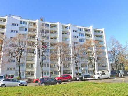Schöne 3-Zimmer Wohnung mit modernem Bad, EBK und SW-Loggia / Blick ins Grüne !!!