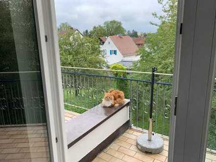 Stilvolle, gepflegte 2,5-Zimmer-DG-Wohnung mit Balkon in Untermenzing, München