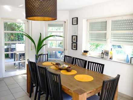 Lichtdurchflutete und großzügige Maisonette-Wohnung mit Terrasse und Garten
