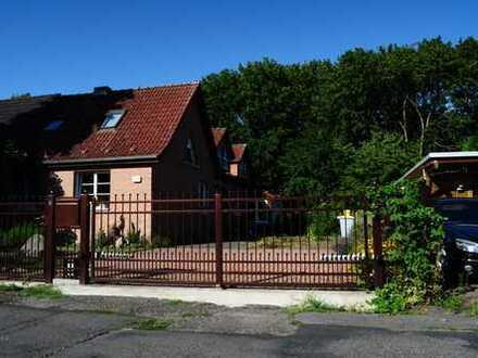 Attraktives 2 Generationshaus mit Einbauküche, Garten und Garage in ruhiger Lage von Blankenfelde