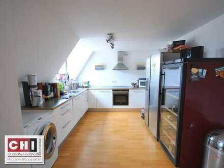 Mitten im Lehel - 3 Zimmer - Dachgeschoßwohnung in schönem Jugendstilhaus