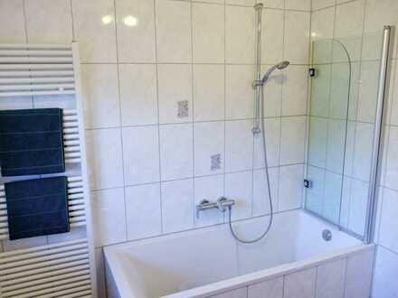 fast wie eine eigene Wohnung, möbliert 1 WG- Zimmer mit Balkon, Küche, Badezimmer, Parkplatz, Keller