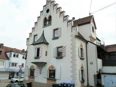 Erstklassig Wohnen mit Stil: Hochparterre (5ZKB) in top-modernisiertem Altbau