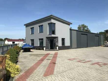 Produktions-/Lagerhalle mit repräsentativen Büroflächen im Gewerbepark Sandkrug zu vermieten