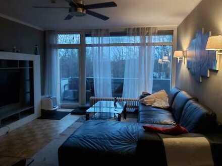 Geschmackvolle helle Wohnung mit vier Zimmern sowie zwei Balkonen und EBK in Darmstadt