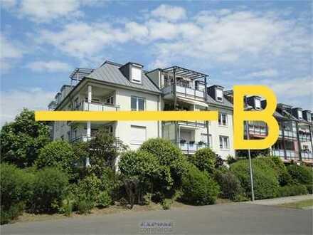 Kapitalanlage: vermietete helle und ruhige Wohnung mit Balkon und Terrasse