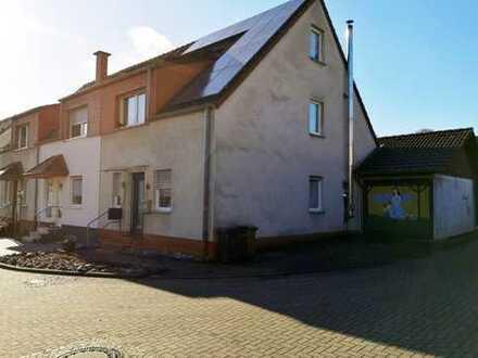 Herzlich Willkommen in Kemminghausen- schönes Reihenendhaus mit Garten und Garage