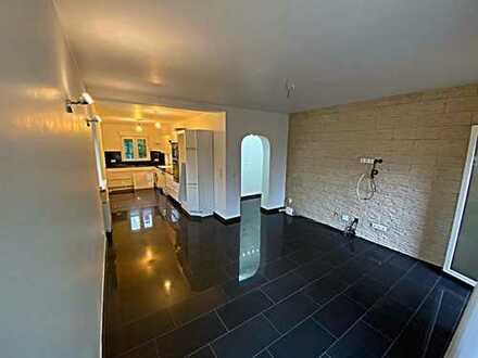 von Privat: luxuriöse 3-Zimmer-Wohnung mit Balkon und Einbauküche in Wiesbaden