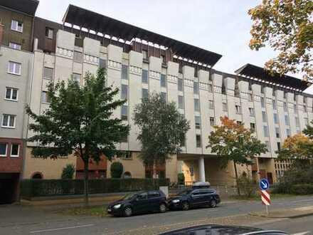 Schöne Wohnung mit zwei Balkonen in ruhiger Lage unweit vom Elbepark zu vermieten!