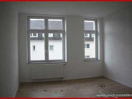 huesch-immobilien Geschmackvoll sanierte 2-Raumwohnung mit großem Balkon, schickem Duschbad u. Lift