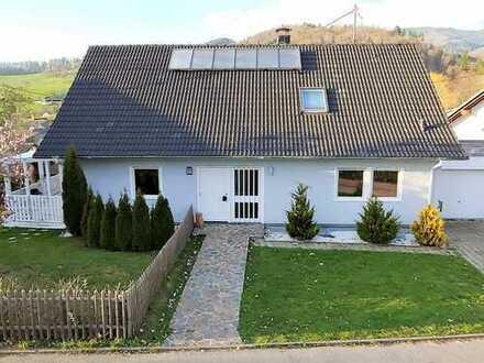 Schönes, geräumiges 5-Zi-Einfamilienhaus mit viel Platz auf großem Grundstück