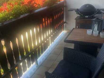 Großzügige Wohnung über 2 Etagen mit Einbauküche, Balkon, 2 x Badezimmer & PKW-Abstellplatz
