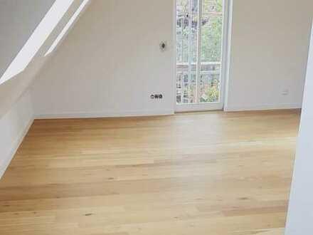 Sehr schöne 68 m² 3-Zimmer-Wohnung mit Balkon im Dachgeschoss - Direkt in Roth