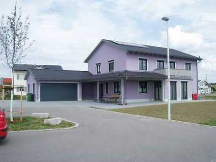 Schönes, geräumiges Haus mit acht Zimmern in Schwandorf (Kreis), Schwandorf