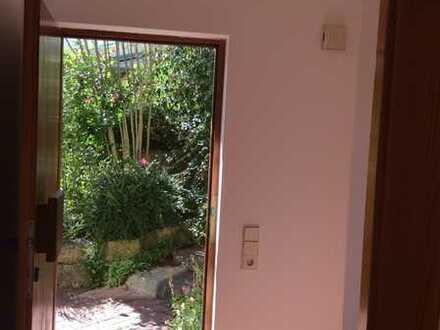 Schöne zwei Zimmer Wohnung im Grünen