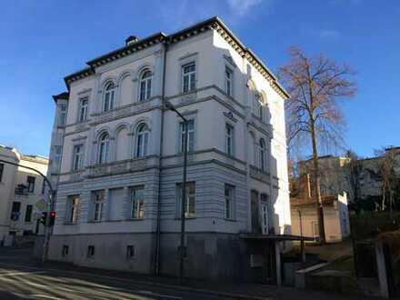 Altbau-/Bürogebäude mit großem Wohnbaugrundstück