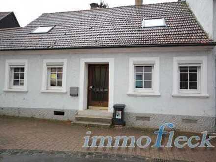 Teilrenoviertes Einfamilienhaus auf 300 m² großem Grundstück!!