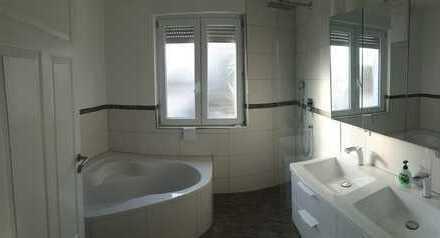 4-Zimmer-Maisonette-Wohnung mit Dachterrasse und EBK in Hockenheim