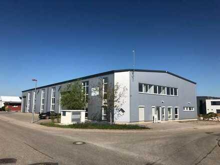 Neuwertige Industriehalle direkt an der Autobahn A81