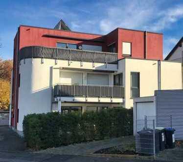 Stilvolle, neuwertige 3-Zimmer-Penthouse-Wohnung mit Balkon und Einbauküche in Dortmund
