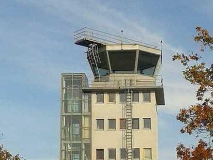 Vielseitig nutzbare Gewerbeeinheit im ehemaligen Flughafentower im Gewerbegebiet Feucht