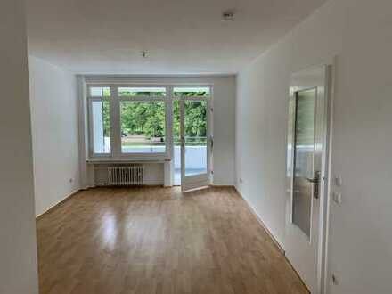 Willkommen in schmucker renovierten Erdgeschoss-2-Zimmer-Wohnung!!! Einziehen und wohlfühlen!