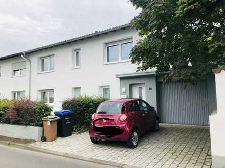 Schöne Doppelhaushälfte in KH Süd
