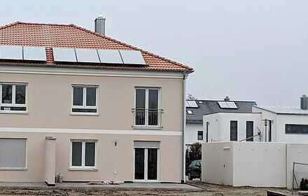 *Erstbezug* Stillvolle und großzügige Doppelhaushälfte in ruhiger Lage (Ingolstadt Süd)