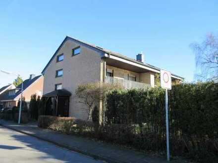 vollunterkellerte Doppelhaushälfte mit Terrasse, Garten, Balkon und Garage in zentraler Ortsla