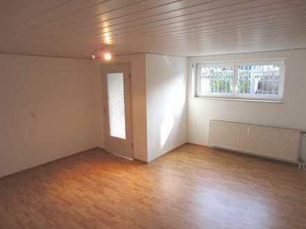 Erstbezug nach Sanierung - freundliche 2-Zimmer-Wohnung mit eigener Terrasse und EBK