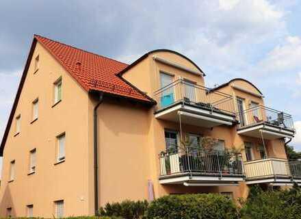 TOP!!! Moderne 3 Zi.- ETW mit Balkon, Stellplatz und ausgebautem Spitzboden mit Treppenzugang