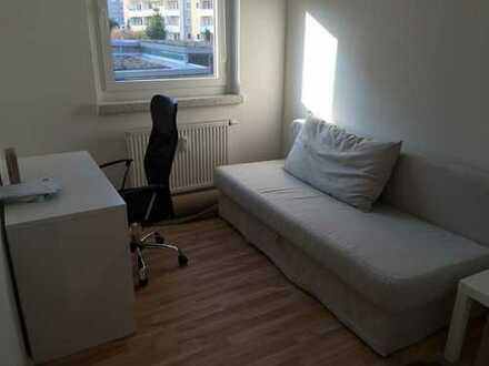 Unmöbiliertes Zimmer (9 m²) mit Balkon in 2er WG