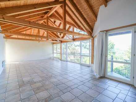 Dachgeschoss-Maisonette in Traumlage!