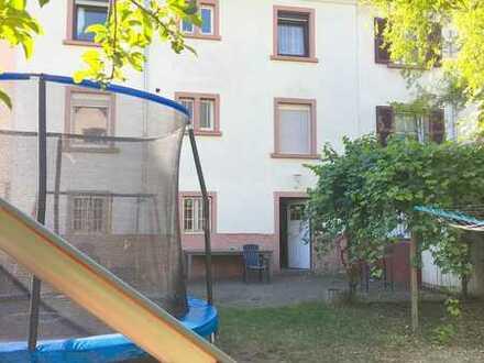 KL-Mitte: Gepflegtes Dreifamilienhaus mit Garten!