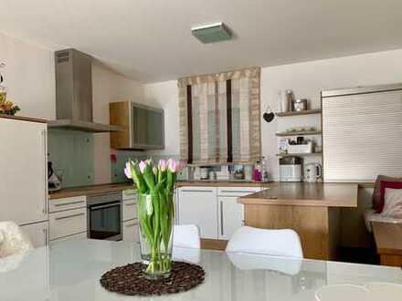 Neuwertige 3-Zimmer-Wohnung mit Terrasse, Garten und Einbauküche in Landau an der Isar