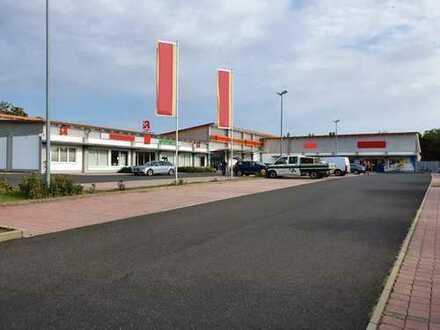 Einkaufszentrum mit vier Einheiten zu verkaufen