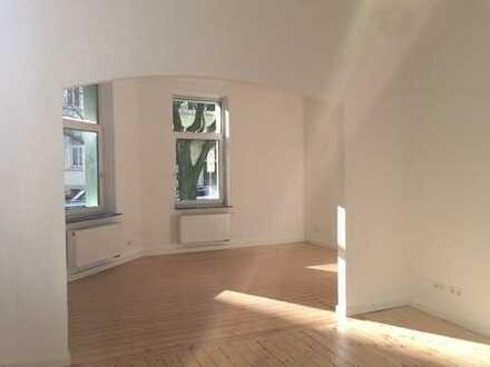 Linden-Mitte, sonnige 4-Zimmer Altbauwohnung