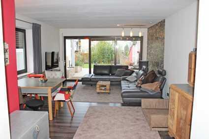 *** Moderne EG Wohnung mit schönem Garten ***